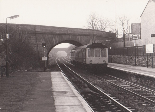 Diesel multiple unit arrives at Rainhill